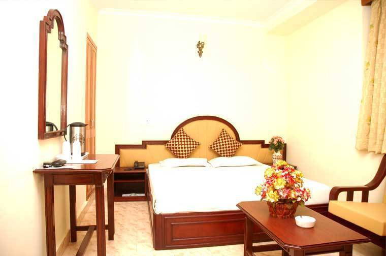 Hotel Harjas Palace, New Delhi, India, all inclusive hostels and specialty lodging in New Delhi